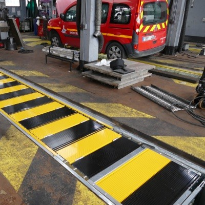 Installation of four inspection pit covers in the Paris fire station